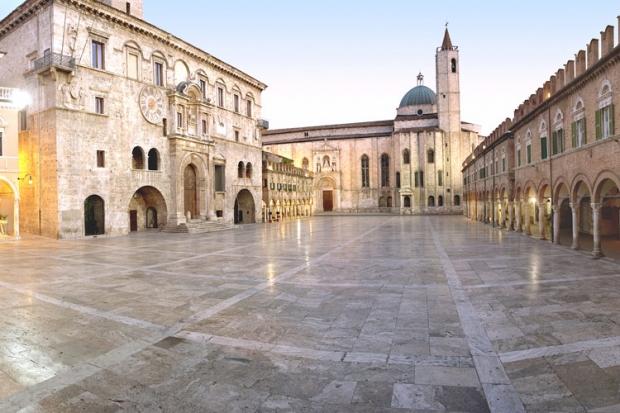 Marche Piazza del Popolo Ascoli Piceno